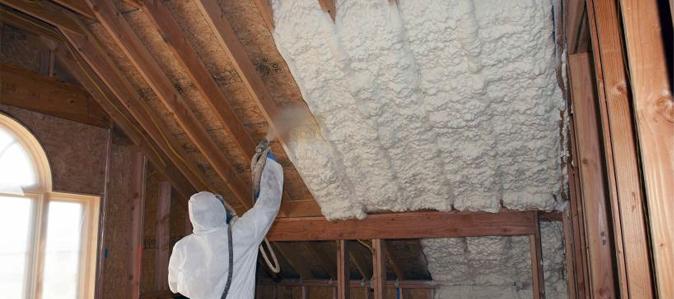 Rociado de poliuretano expandido en techos.