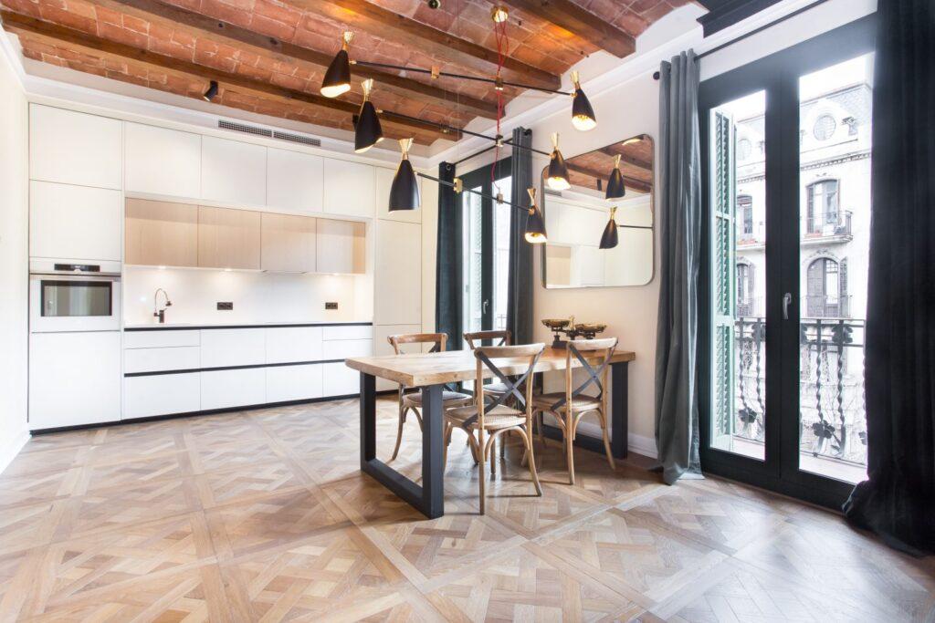 Cocina blanca casa antigua diseño 2021
