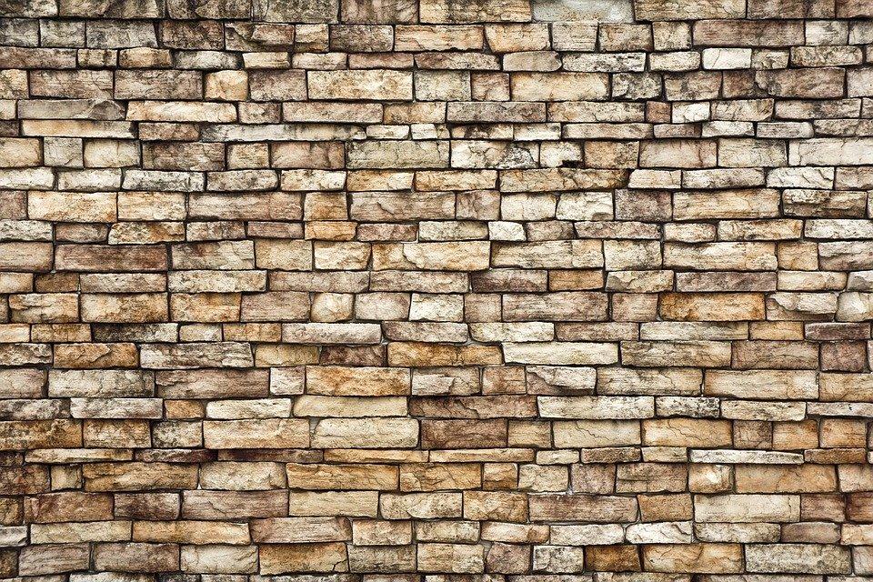piedra antigua en casa